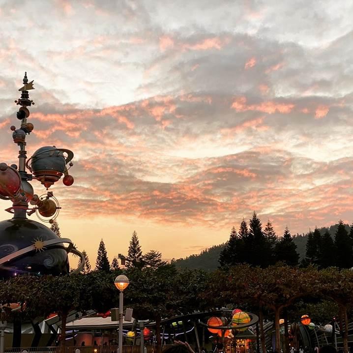 梁靖彤 1c 18 作品 迪士尼的日落 這